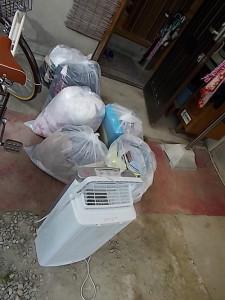 伊丹市で衣類、本、プラスチックゴミ回収のビフォー写真