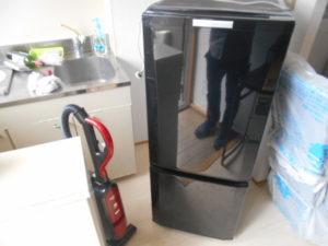 三田市にて食器棚、パソコンデスクなど回収のお客様1