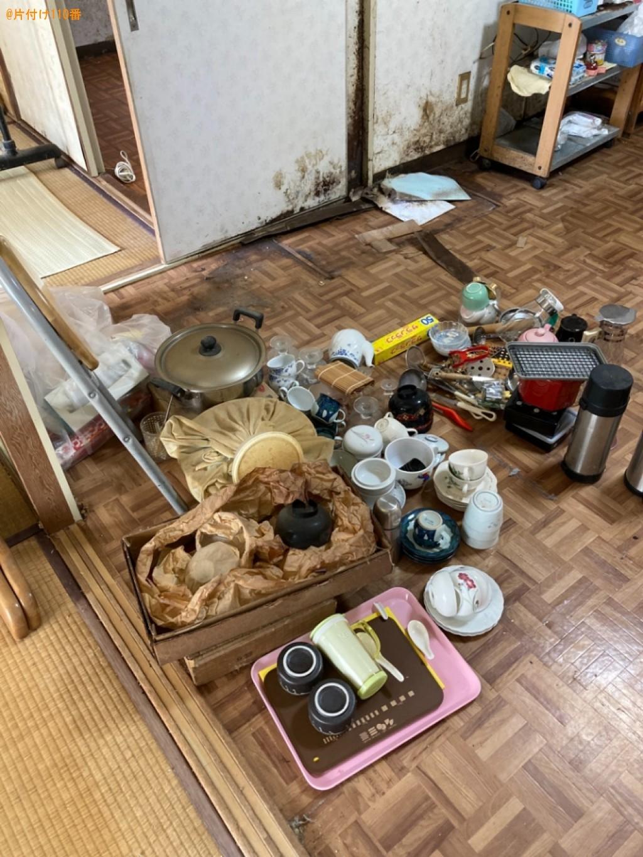 【明石市】エアコン、婚礼ダンス、カゴ、枕、調理器具等の回収・処分